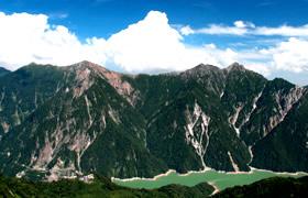 ダイナミックな景観を楽しめる立山黒部アルペンルートツアー